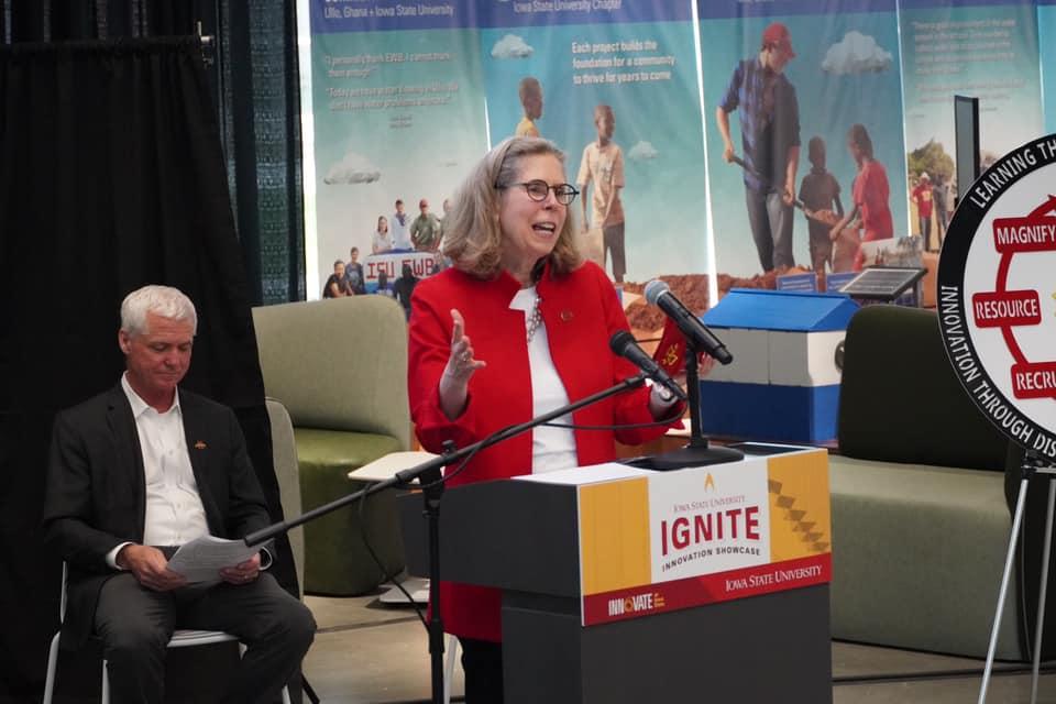 President Wendy Wintersteen at Ignite innovation Showcase award ceremony